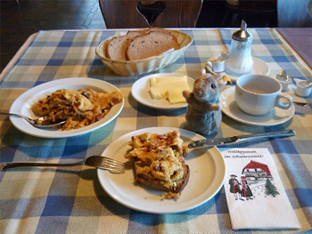Svenja Svendura und Pieps beim Bikerfrühstück